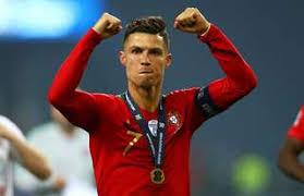 Cristiano Ronaldo Hadiahi Sepatu Seluruh Pemain Portugal U-17 www.viabola.info